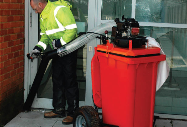 Litter collecting vacuum cleaner attached to a wheelie binollecting Vacuum Cleaner
